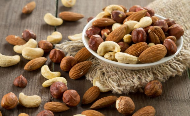 5 Best Nuts to Eat For WeightLoss